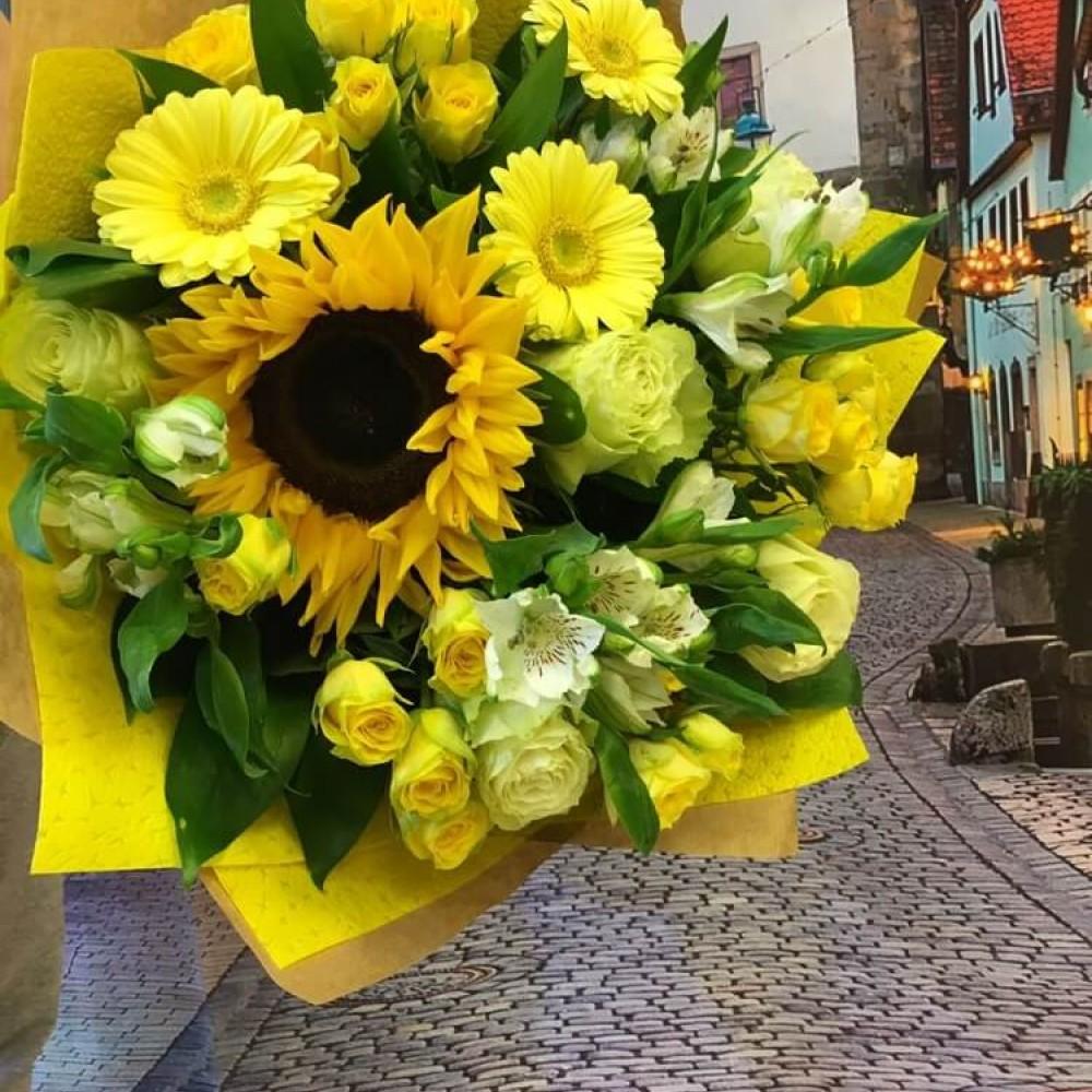 Значение цветов: язык и символика белого букета, желтого и азалии