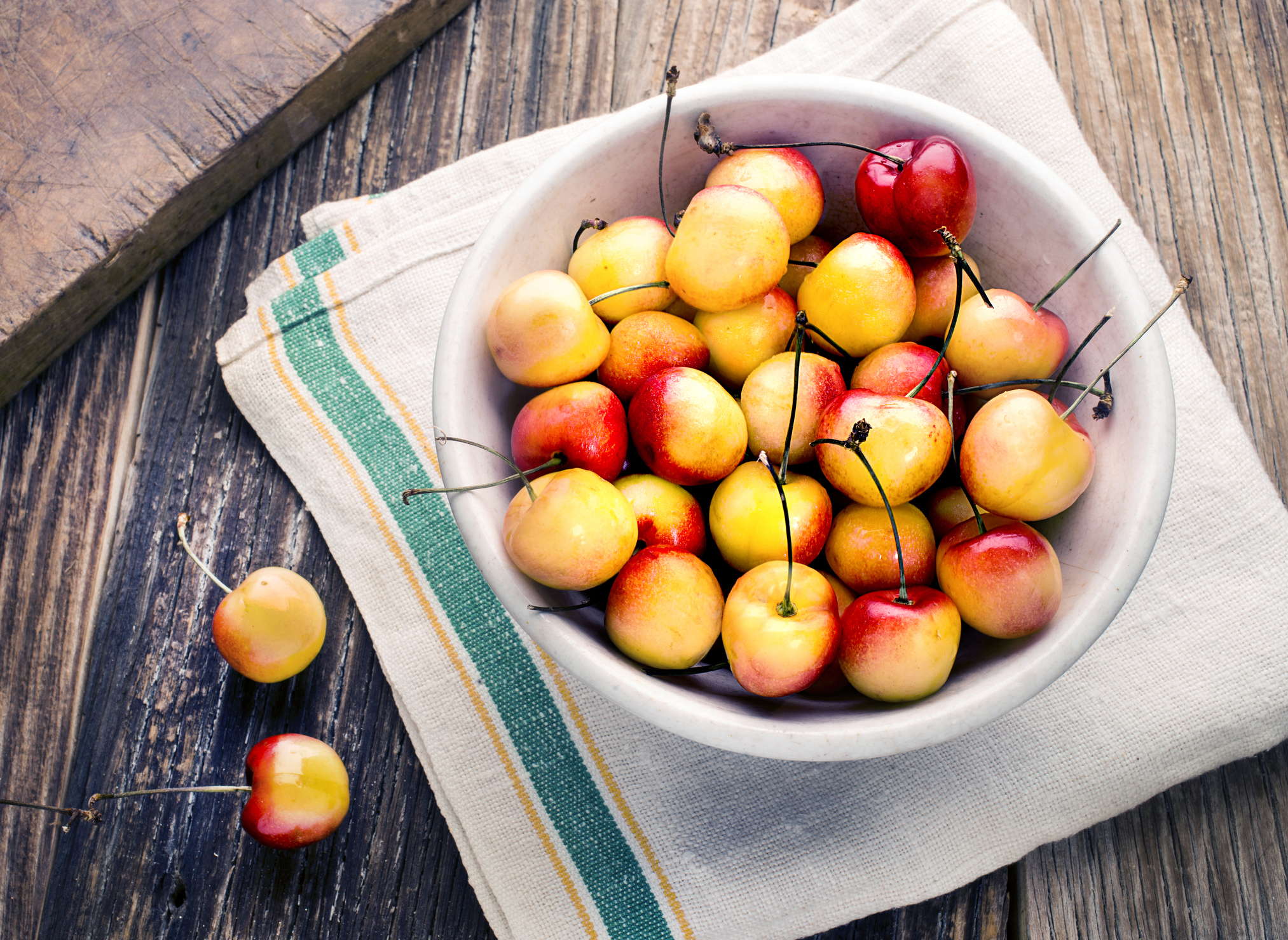 Жёлтая черешня: выбираем сорт с янтарными плодами