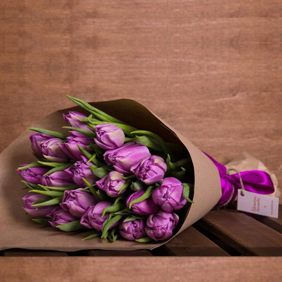 Модное оформление букетов тюльпанов 2018 год, букет разных цветов