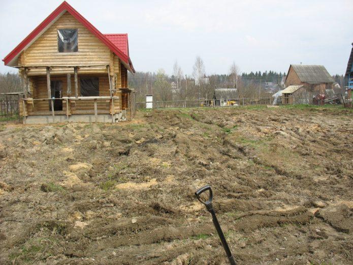 Дом с участком под выравнивание