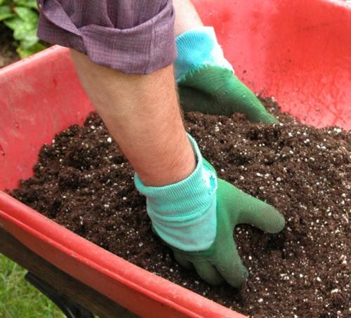 Перемешивание почвосмеси в ёмкости