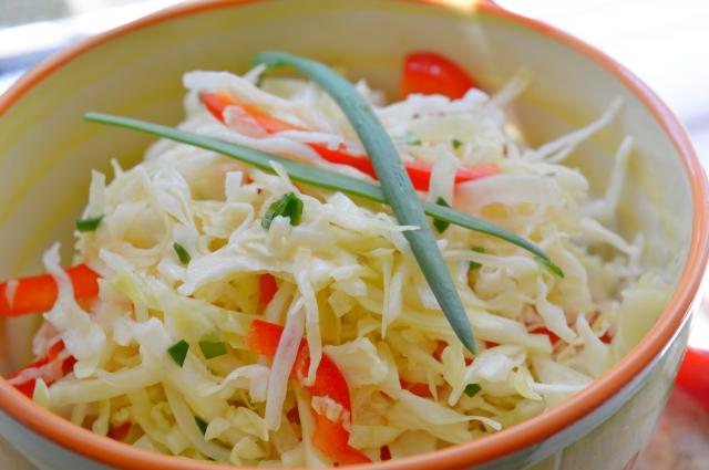 Салат из ранней капусты Июньская