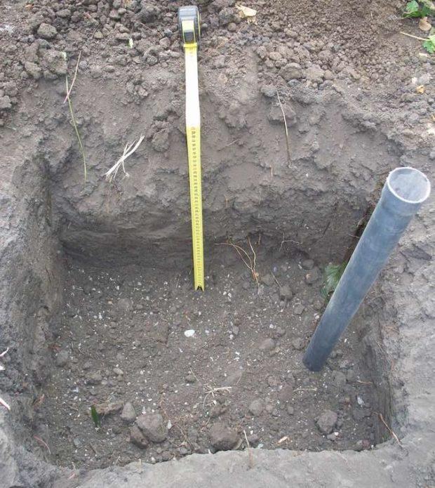 Посадочная яма с трубой